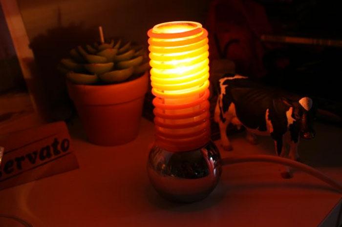 lampada con sfera metallica