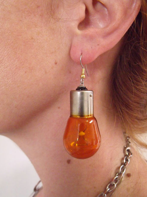 """orecchino con lampadina """"bruciate"""""""