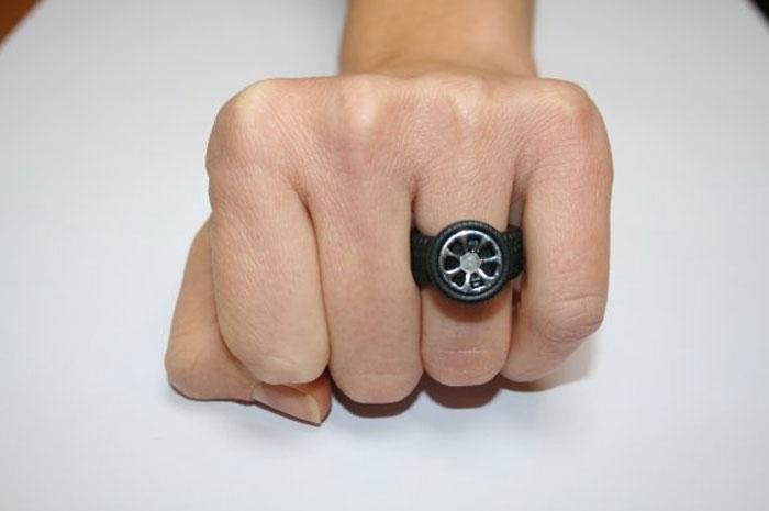 anello con gomme di automobiline