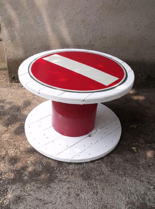 """tavolino """"urban style"""" bobina + scarti di segnaletica"""